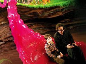 Tim Burton y Freddie Highmore en la pel�cula Charlie y la fábrica de chocolate